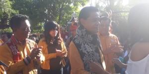 Ketua DPD NTT Partai Hanura - Drs. Refafi Gah, SH, M.Pd Usai Dikalungi Selendang Selamat Datang