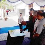Gubernur Saat Menandatangani Prasasti, didampingi Mendag RI, Ketau DPRD Provinsi NTT, dan Pimpinan OPD Terkait