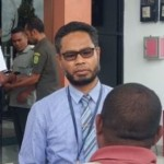Ketua Pengadilan Negeri (PN) Oelamasi, Decky Nitbani (Berkacamata)
