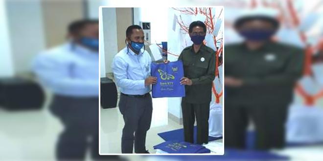 Antisipasi Penyebaran Covid-19 di Sabu, Bank NTT Beri Bantuan Masker dan Sabun