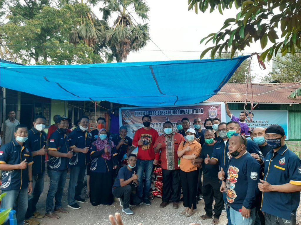 Foto Bersama Usai Penyerahan Bantuan